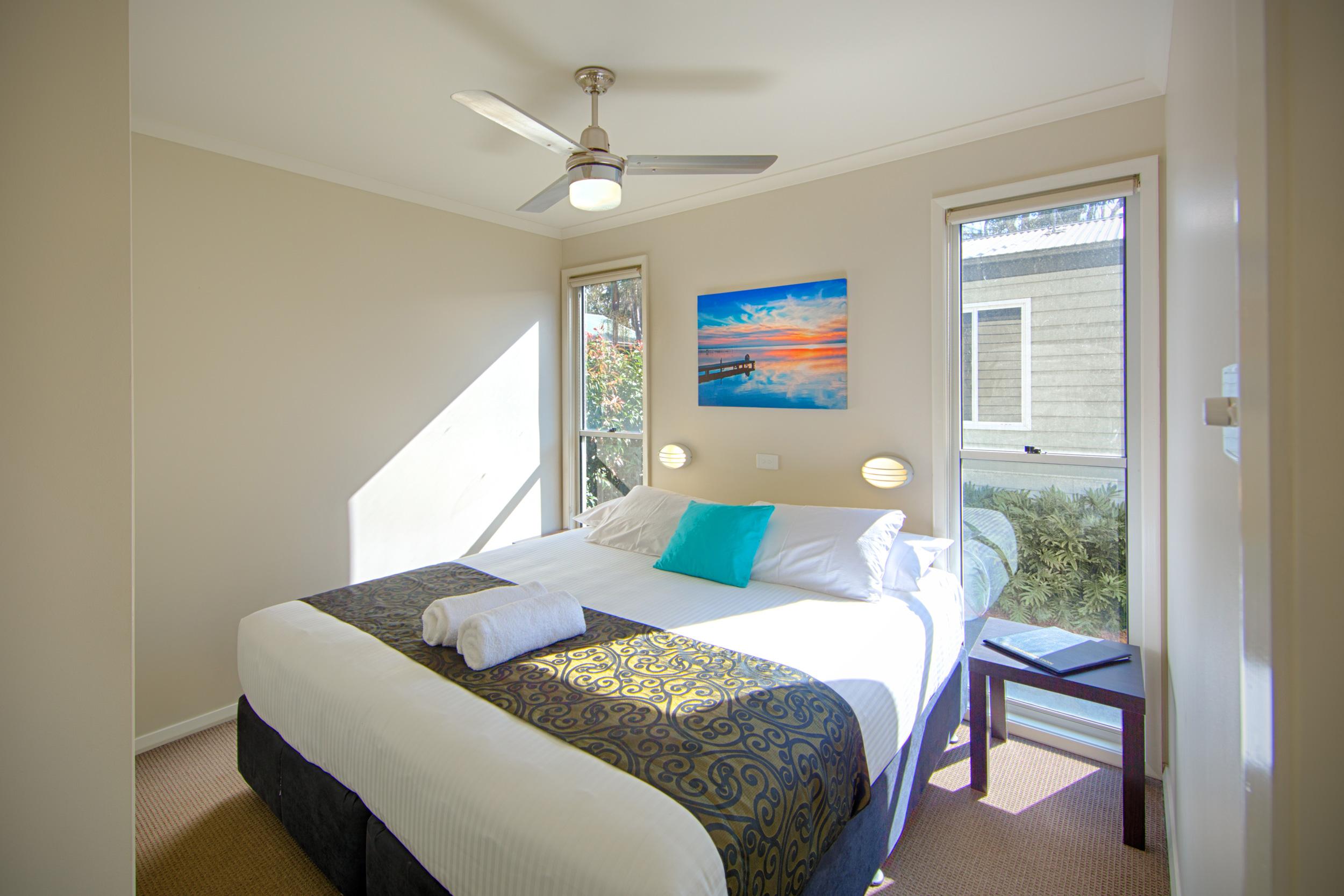 Villa-Pic-3-main-bed.jpg