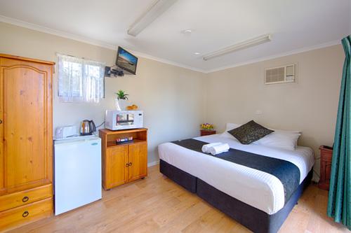 Motel-room-Pic-1-intro (1).jpg