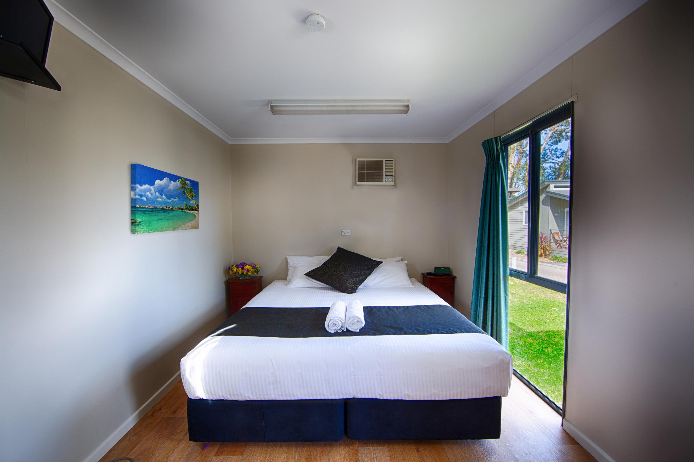 Motel-room-bed-Pic-2.jpg