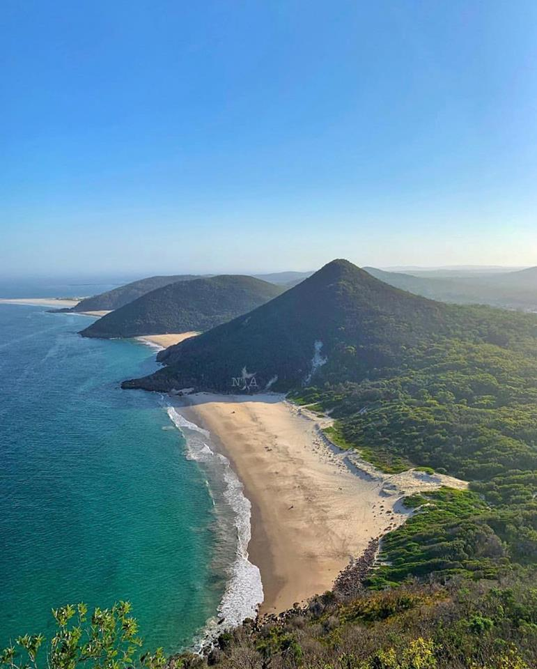 Mt_Tomaree_summit.jpg