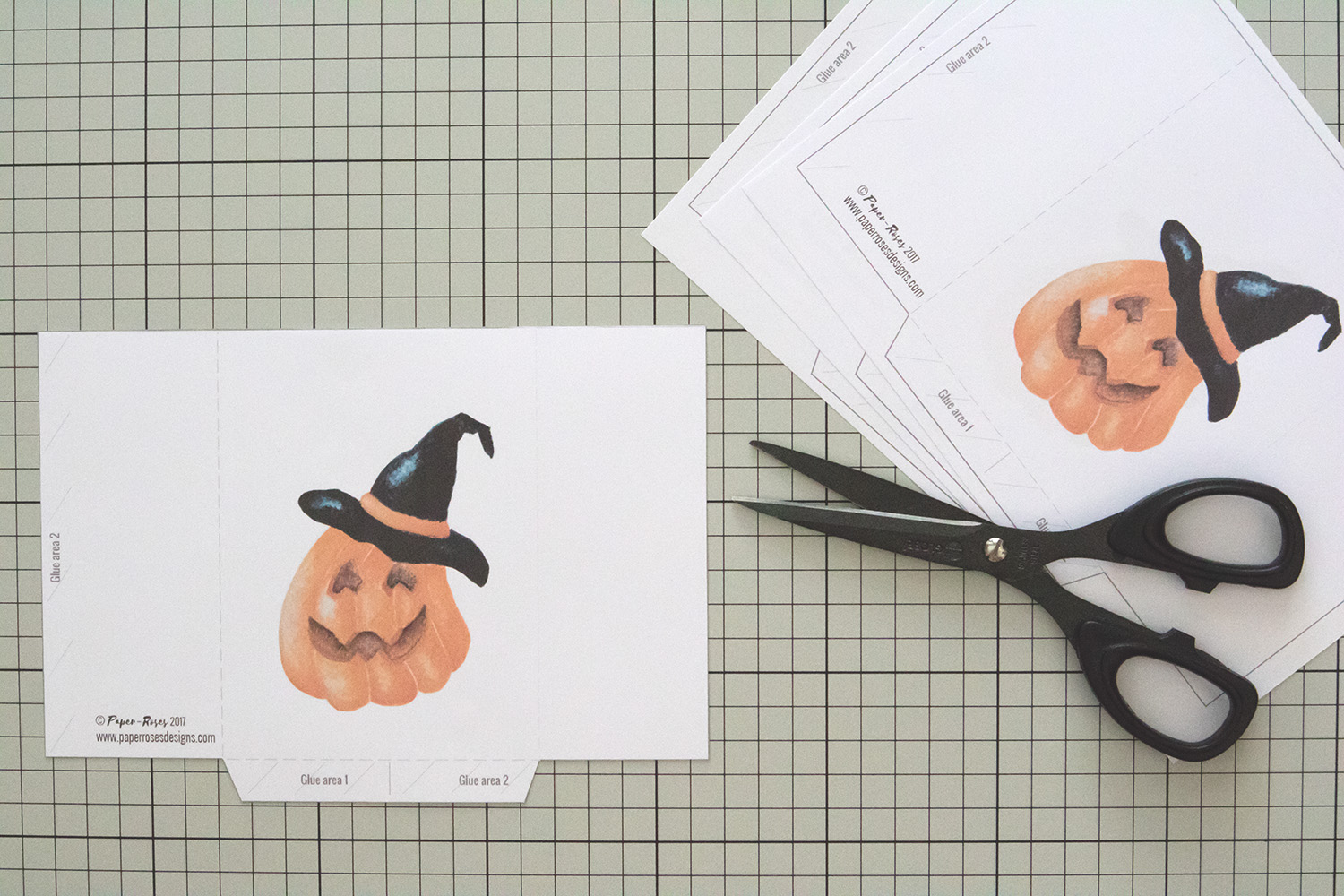 Paper-Roses | Printables | Free Halloween party bag | Cutting out the template