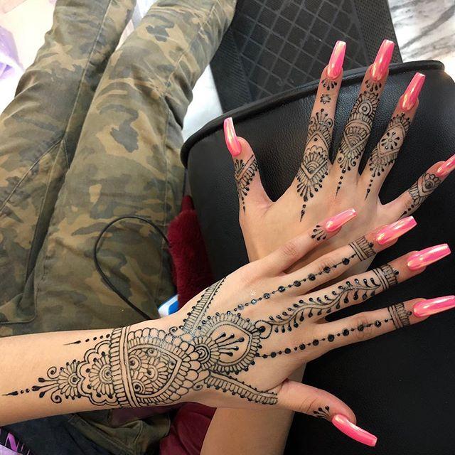 #henna by the lovely @hennabynatasha #nails on the lovely @shesfilthy