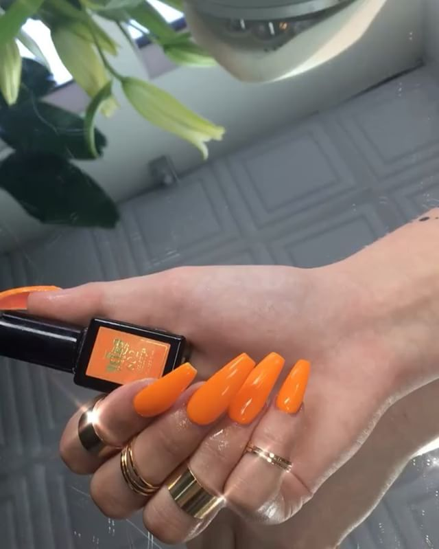 #neonorange using @vetro_usa #gelpolish #nails on the lovely @shelbytriglia  #latepost 🧡🧡🧡🧡 #vetro #japanesegel #nailsmagazine #nailsofinstagram #valentino #auburn #tacoma #bellevue #seattle #wa #orange #vibes