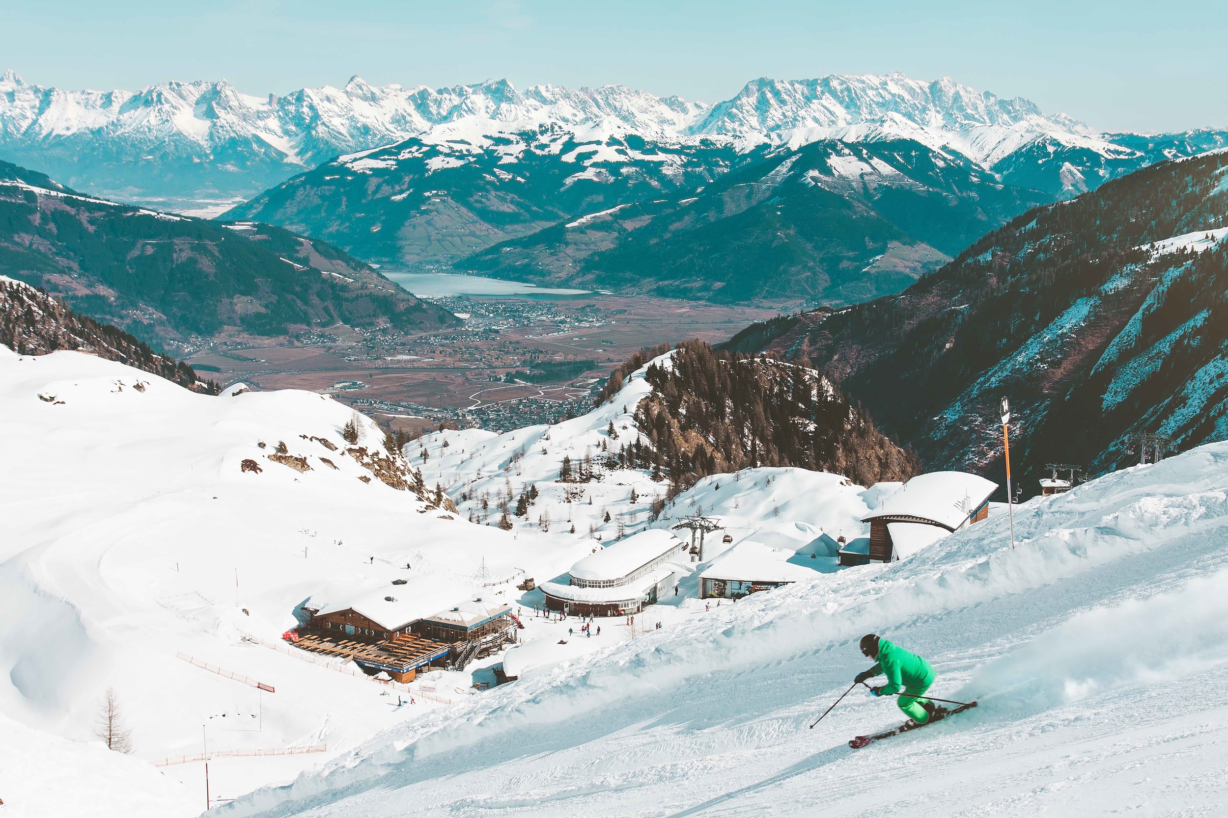 skier-seasonal-ski-resort-town
