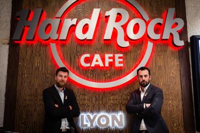 « Facile d'utilisation et utile, iKentoo est devenu un outil majeur dans l'anticipation de la demande et le contrôle de gestion quotidien. » - Mathieu Cochard, Président, Hard Rock Cafe Lyon