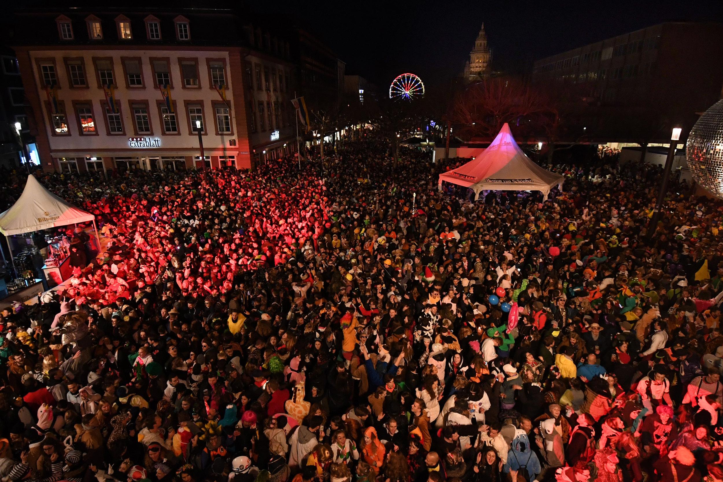 Fastnacht Schillerplatz.jpg