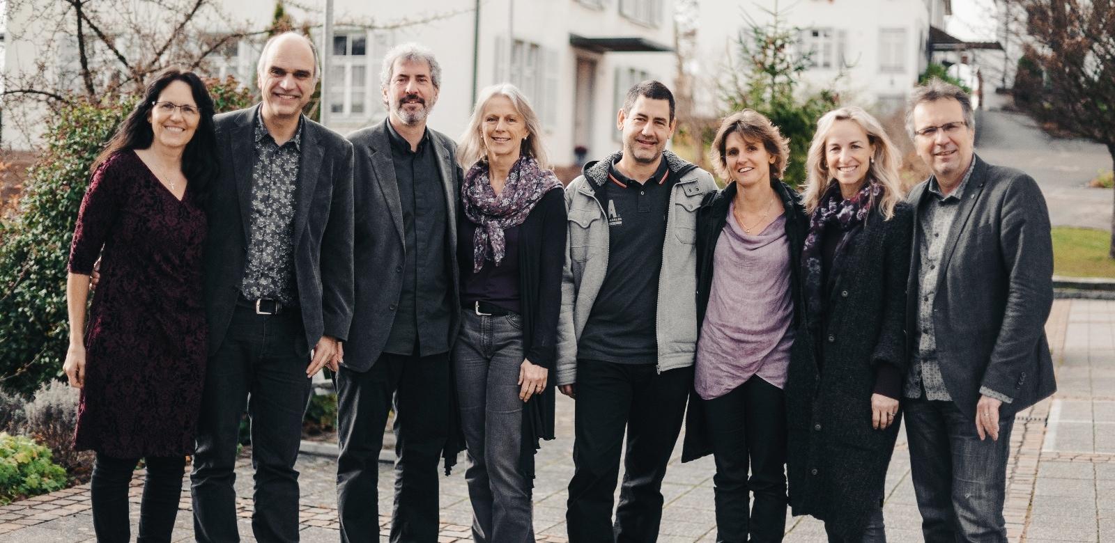 Das Pastoralteam von links nach rechts: Eveline und Christoph Leu, Erich und Ursula Vetsch, Stefan und Christina Wenger, Kathrin und Walter Dürr