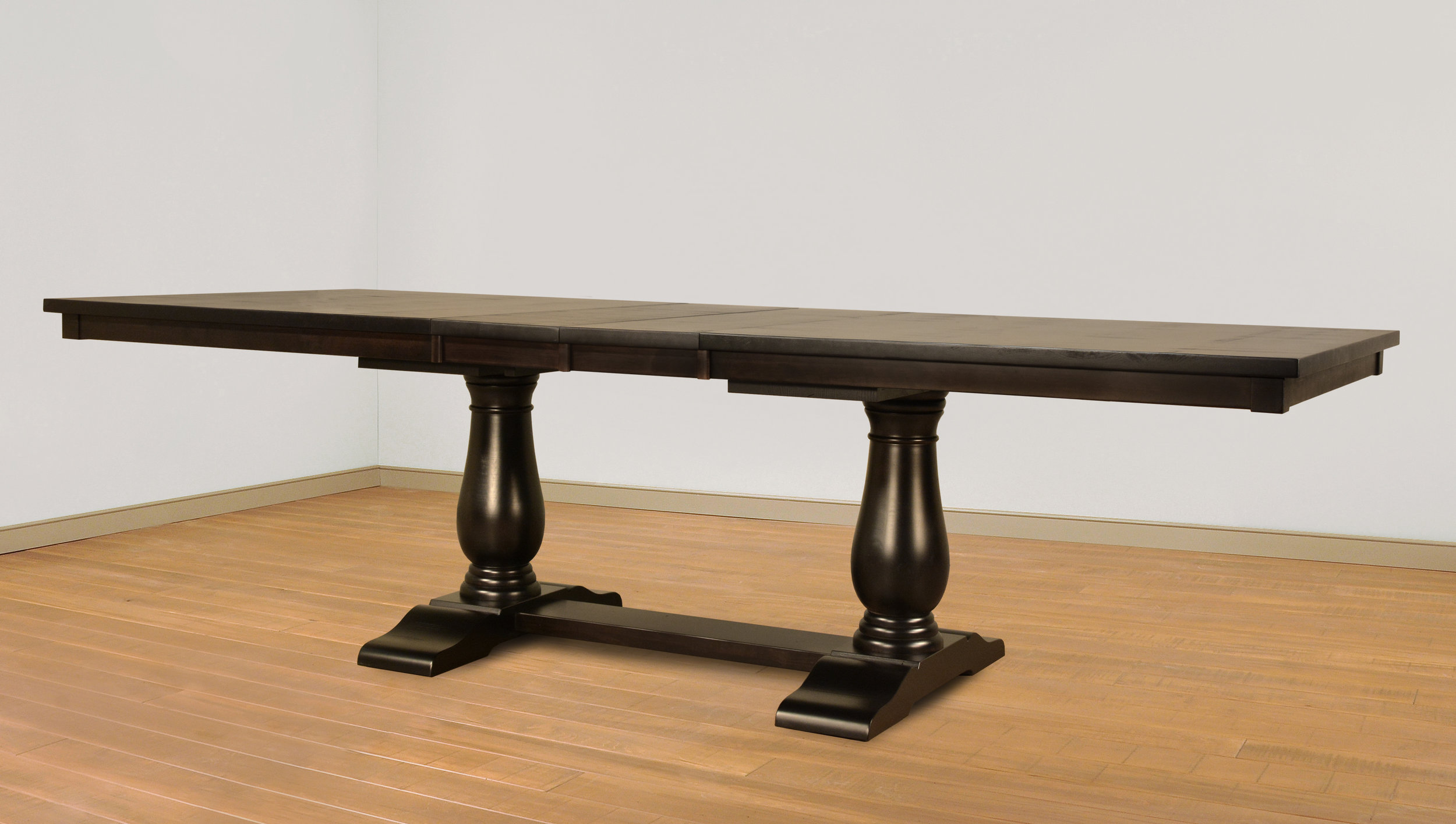 chateau table with leaves
