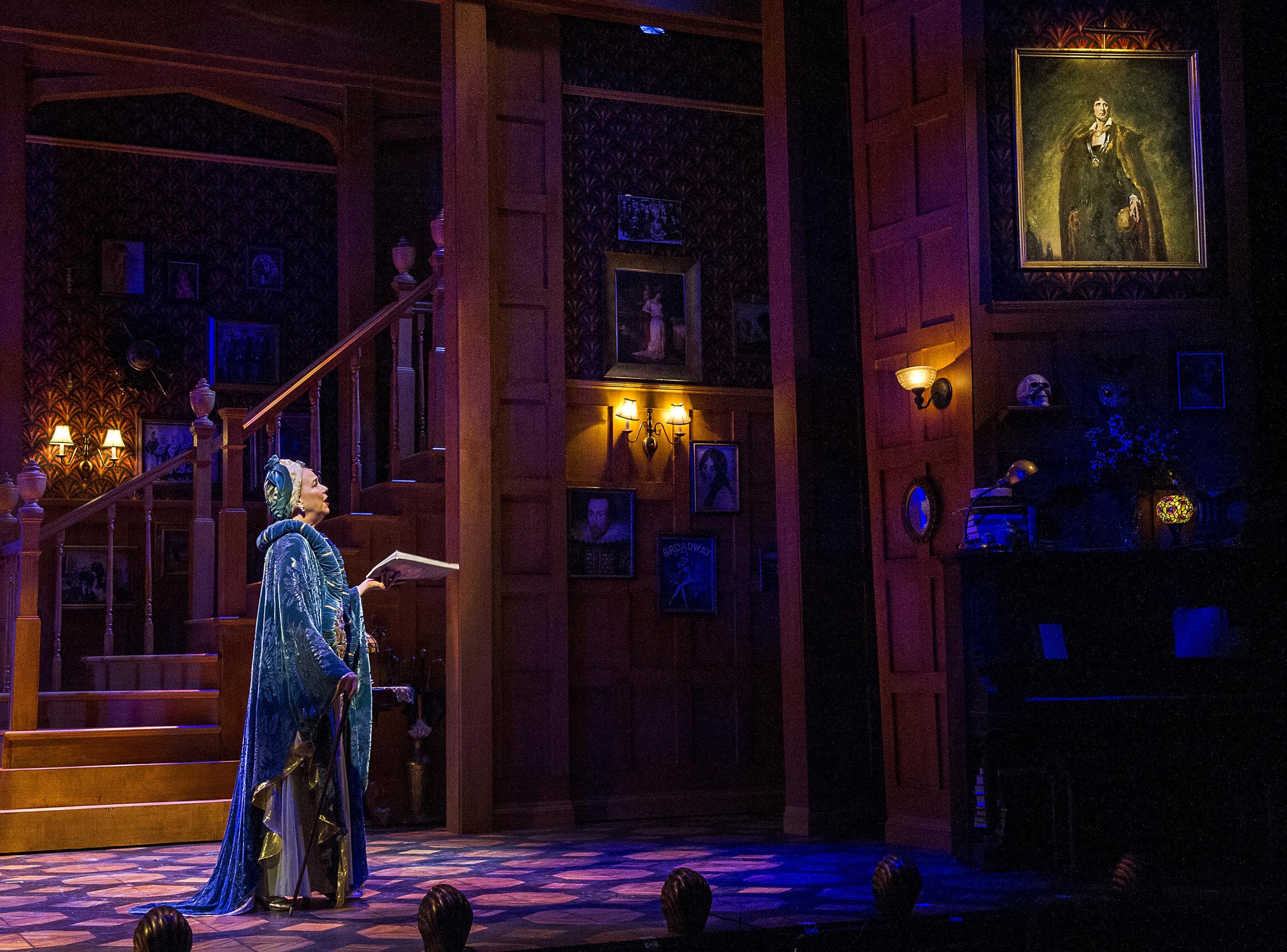 Harriet Harris as Fanny.