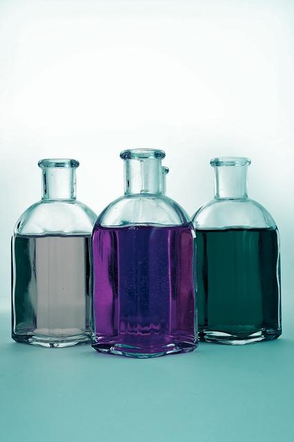 bottles-661027_640.jpg