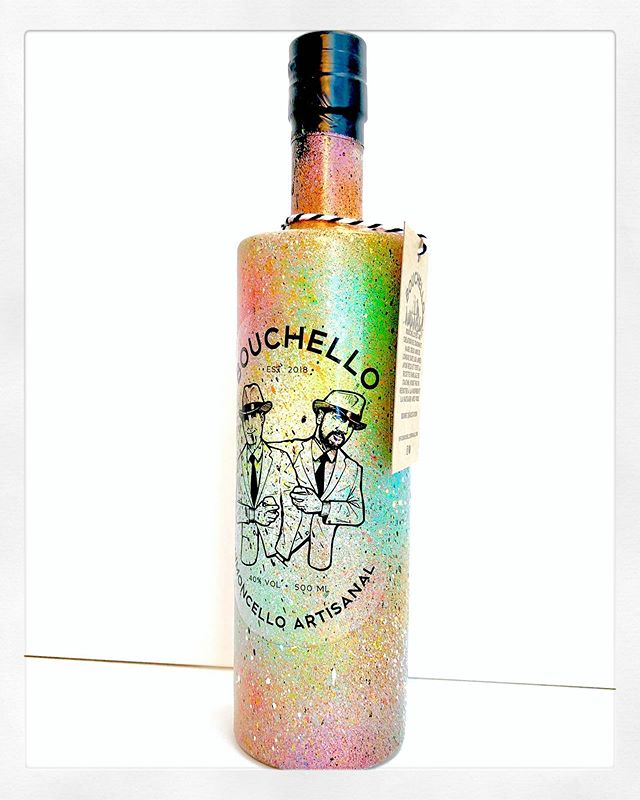 🍋Custom-made @bouchello bottle for a special customer 🍋 💥DONT MISS OUT💥 saturday June 29th, open house at @bouchello • #art #illustration #painting #custommade #artisanal #limoncello #italy #bouchello #gastronomie #limitededition #custom #graffiti #popart #bottle