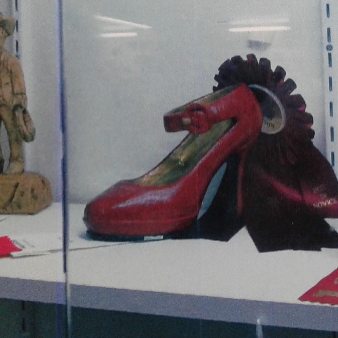 RedShoe-02.jpg