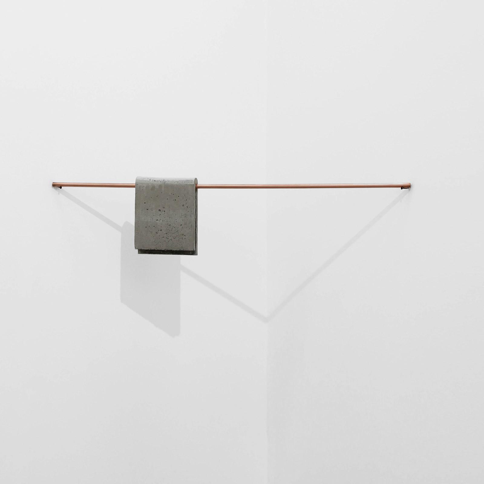 sem título , 2014  concreto, vergalhão de cobre maciço e parafusos  27 x 126 x 6 cm  edição de 5 + 2 PA