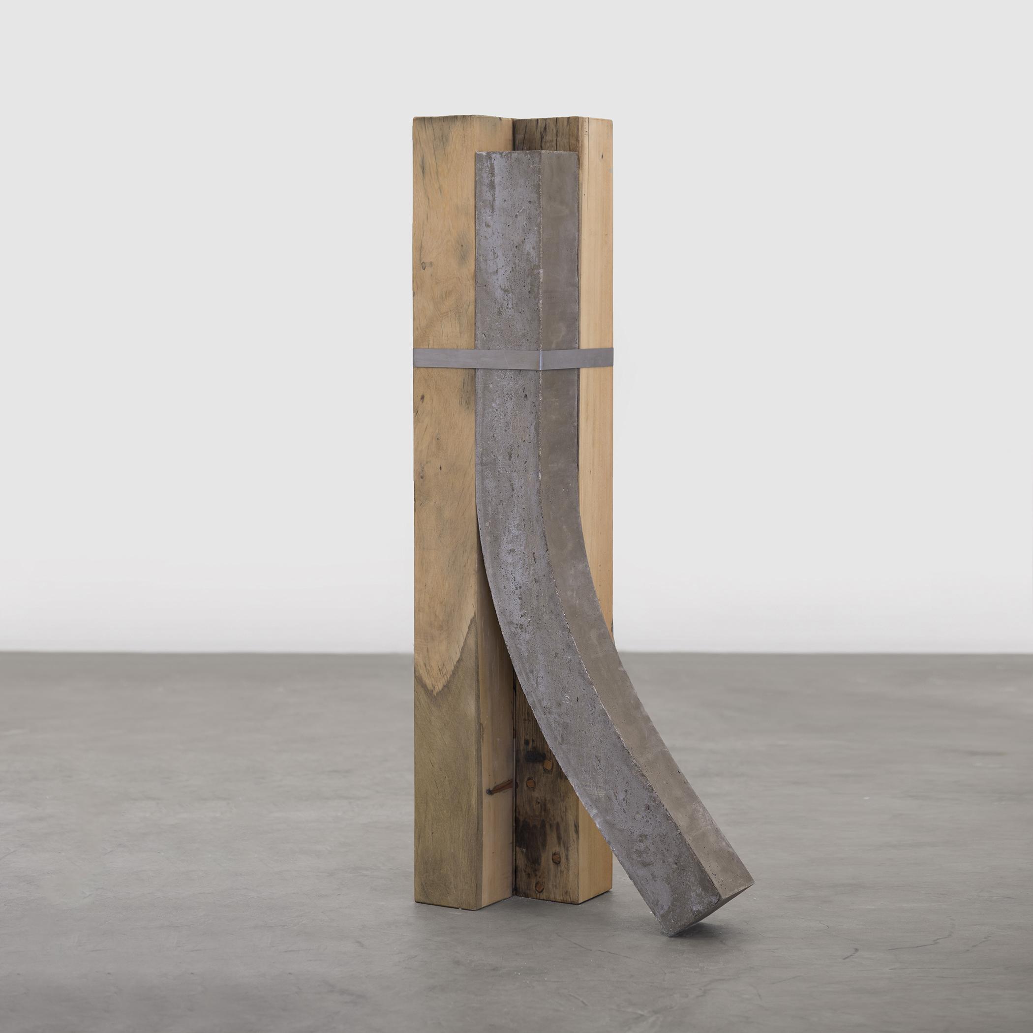 sem título (coluna)II , 2017  madeira, concreto armado, ferro, parafusos  170 x 60 x 35 cm  edição de 2 + PA