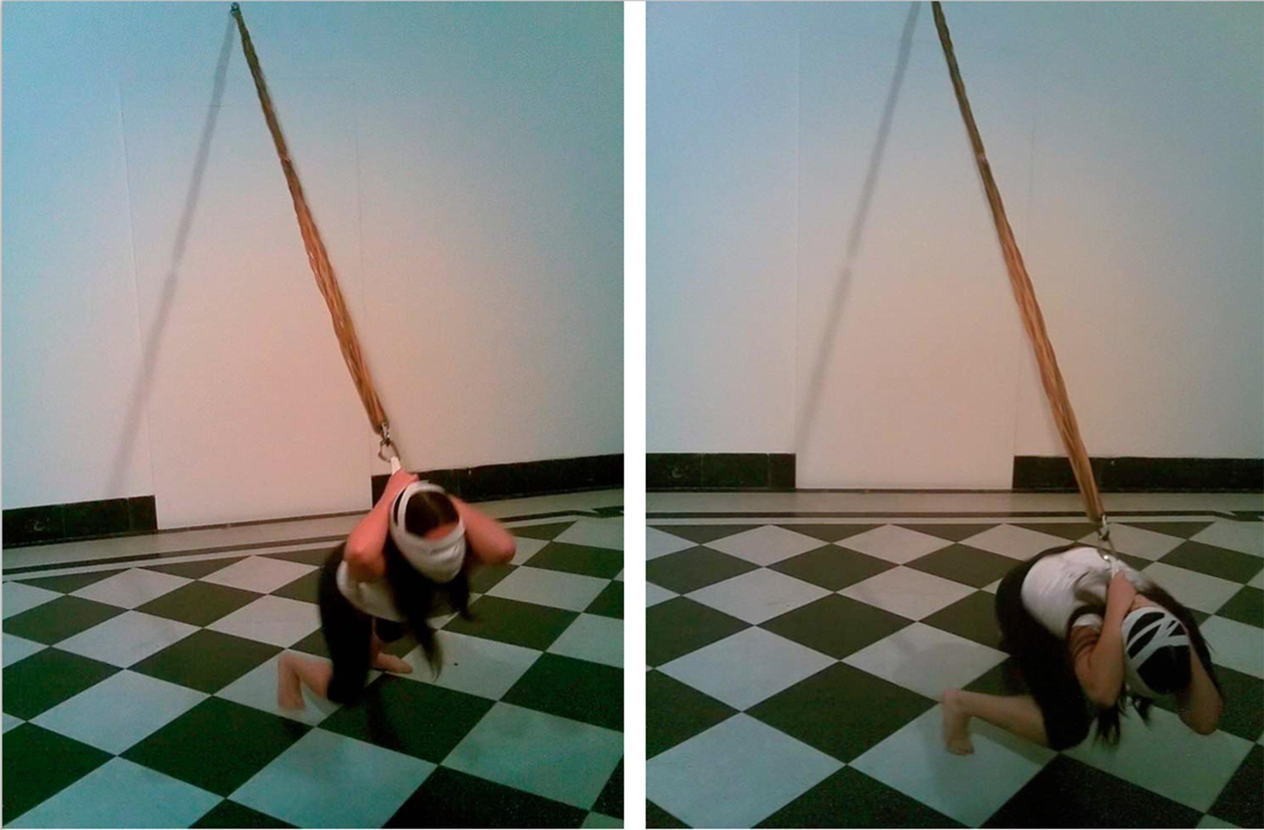 2007 Gabriela Mureb - performance sem título (elásticos) copy.jpg
