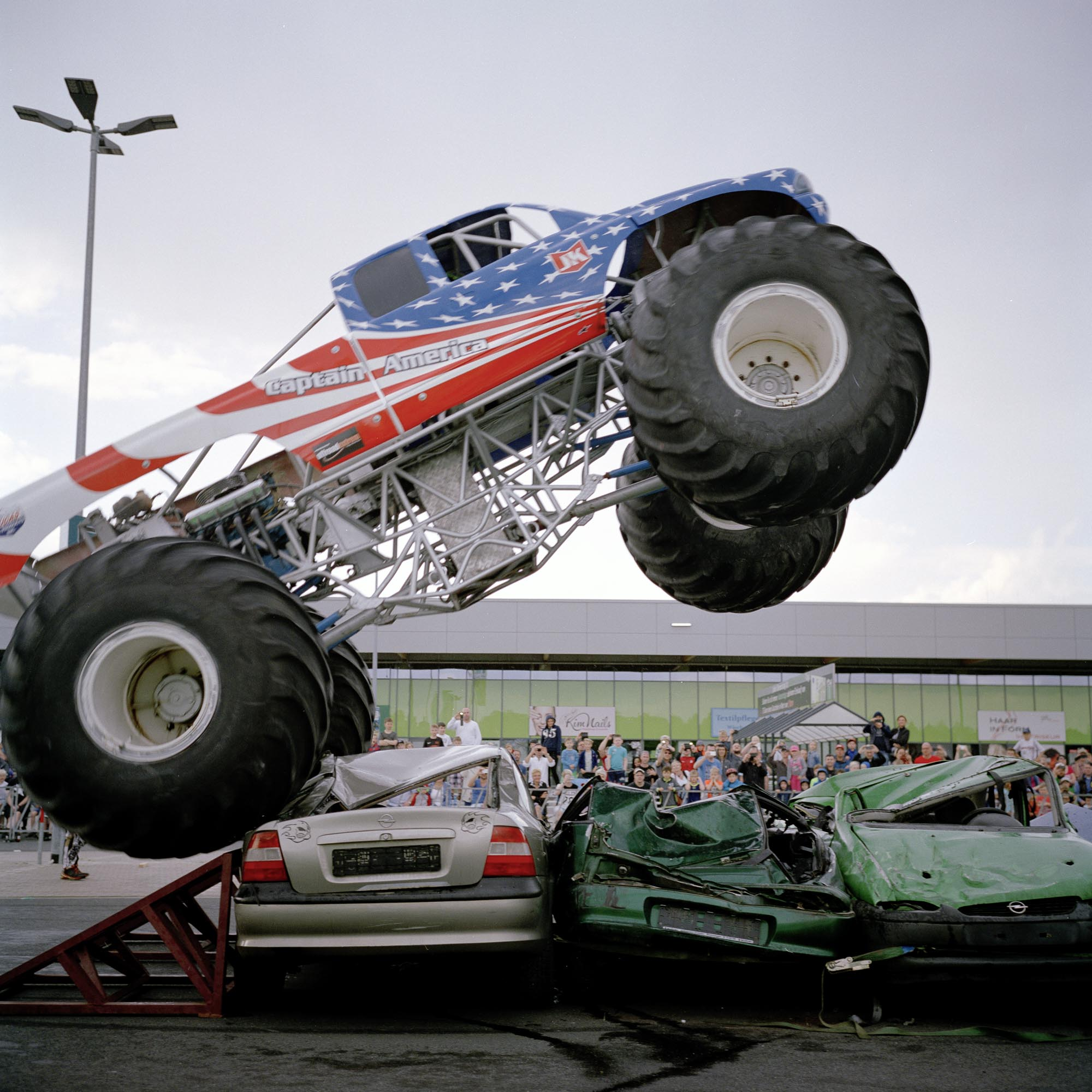 MONSTERTRUCK_04LookingForHamerika_06-17.jpg