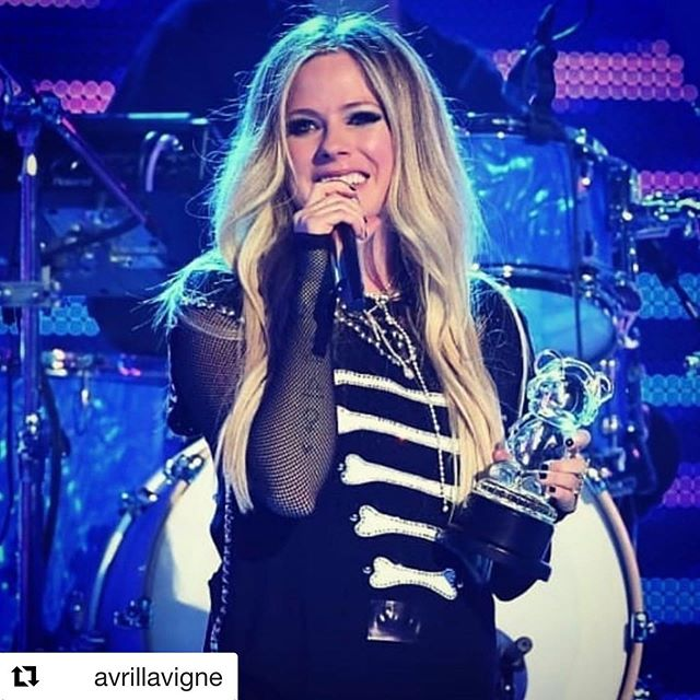 We ♥️ this because she's our SHERO too! Huge congrats @avrillavigne for winning the SHERO Award @disneychannel @radiodisney's #ARDYS last night! #DoGoodGiveBack🌟 #SHERO🙌🏽 #RadioDisney #AvrilLavigne ・・・ #Repost @avrillavigne  Thanks Disney for all your support over the years. Thanks to my fans for the Shero award - it means so much to be able to accept an award on behalf of strong women everywhere! Thank you for always being there for me!! You guys really are the best in the world!  Can't wait to share what's next! ⁣⁣ #ARDYS @Radiodisney⁣⁣ @disneychannel
