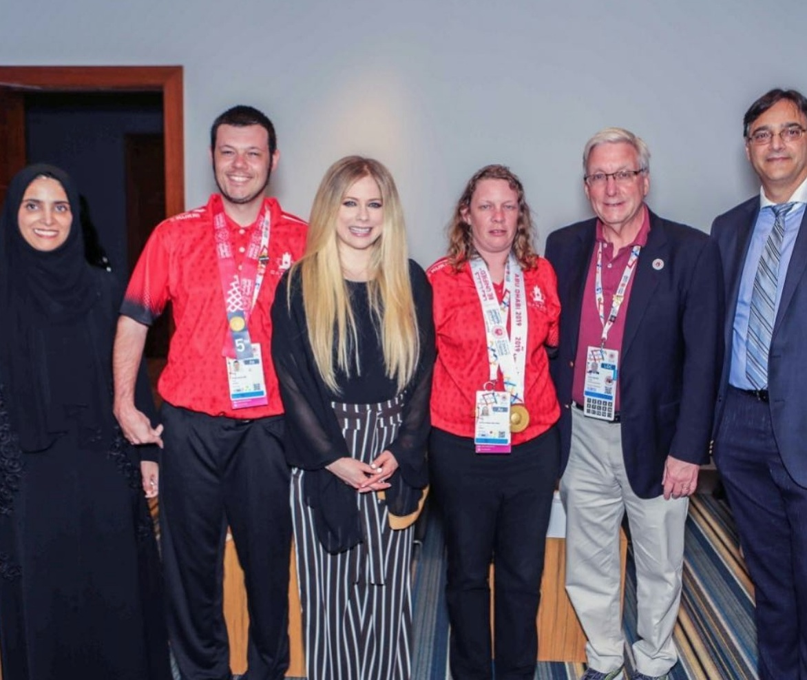 SO Avril with Canadian Athletes.png