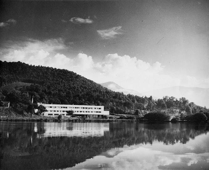 Studies Building at Black Mountain College campus overlooking Lake Eden.
