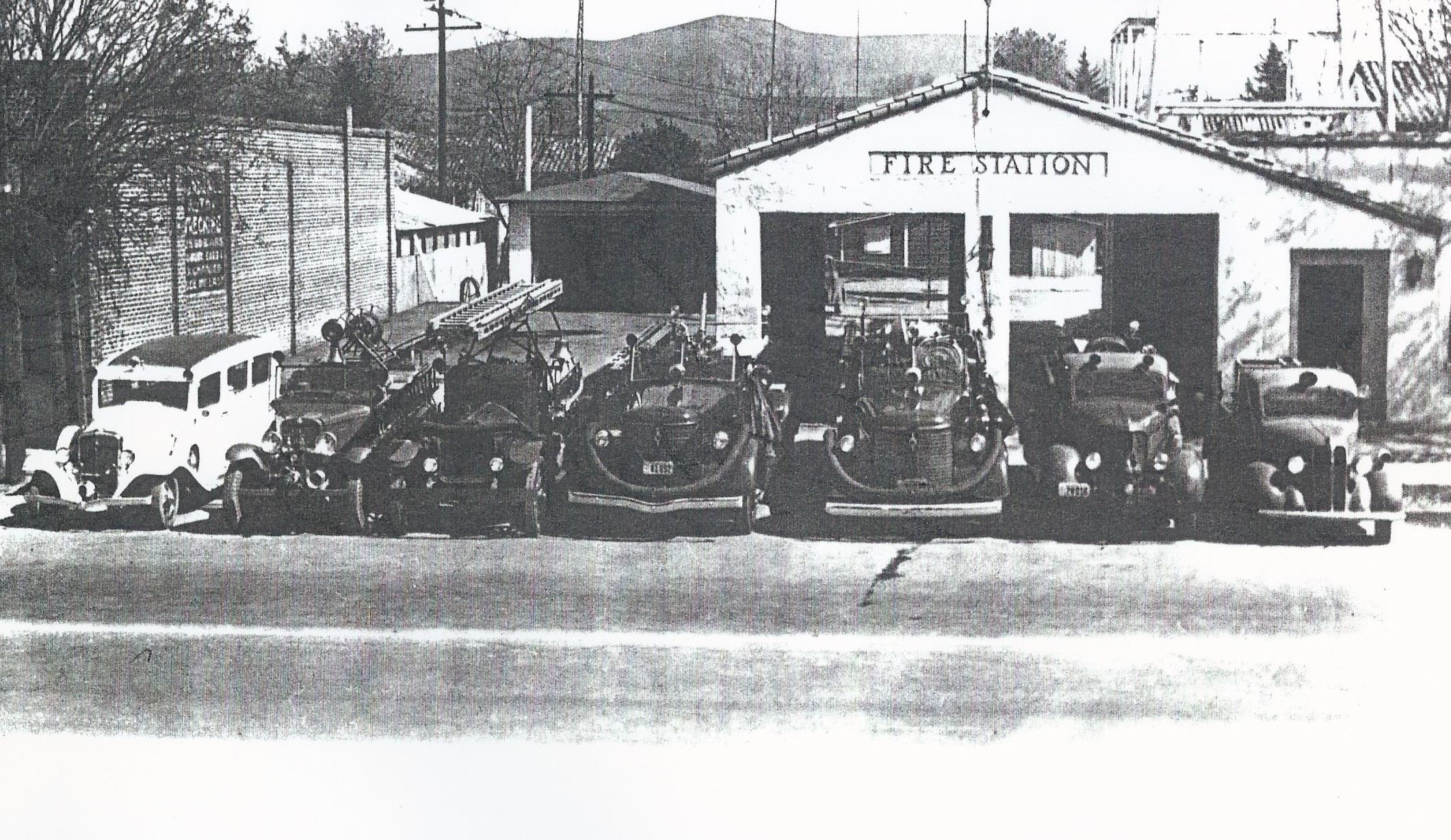 Lindsay fire department 1940's.jpg