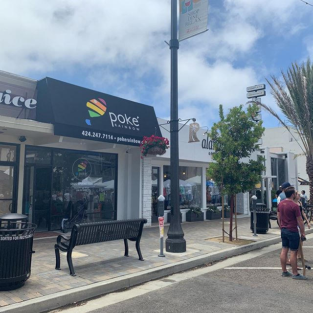 It is official! 🎉🎉Redondo beach 🏝 location will be open on this Friday 🌈. Come by for a fresh poke bowl if you are nearby #redondobeach #pokebowl #lafoodie #healthylifestyle #fridayfood #sushi #rawfood @rivieravillage