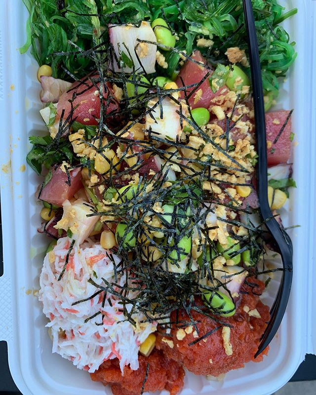 Grab a poke bowl and let's cool down😎🌈☀️💕 @pokerainbow  #pokebowl #lafoodie #summertime #healthyfoods #healthylifestyle #rawfish