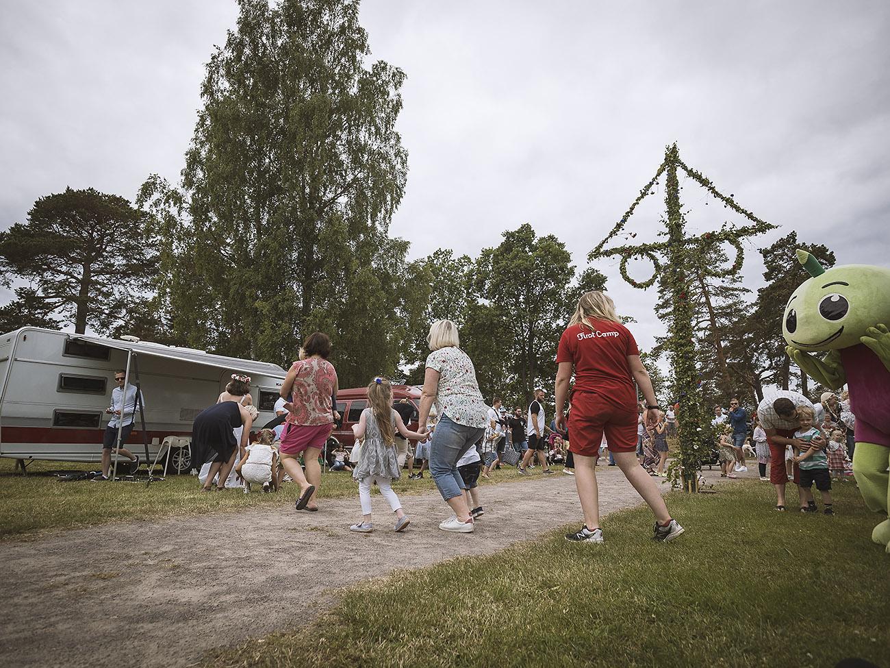 Traditioneller Tanz am Mittsommerfest