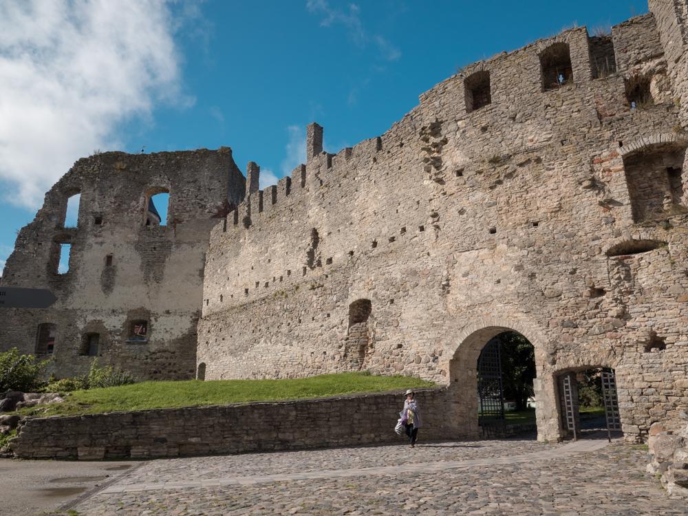 Riesige Ruine der Burg von Haapsalu