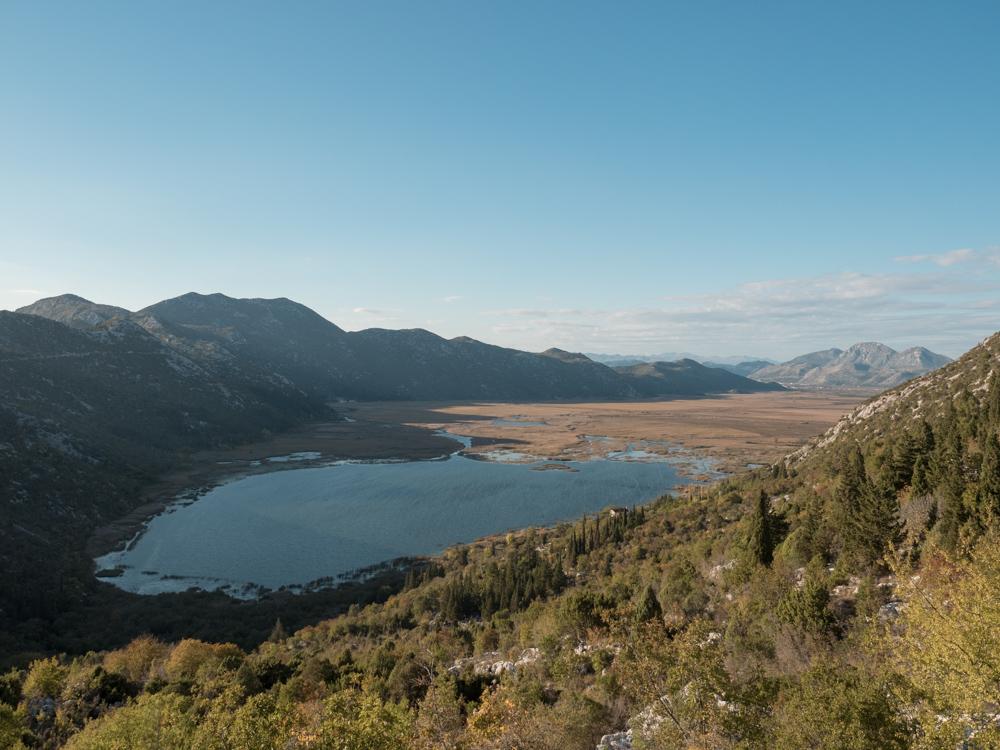 Der Grenzposten auf dem Berg ist nur für Locals, deshalb werden wir auf diesen schönen Umweg geschickt