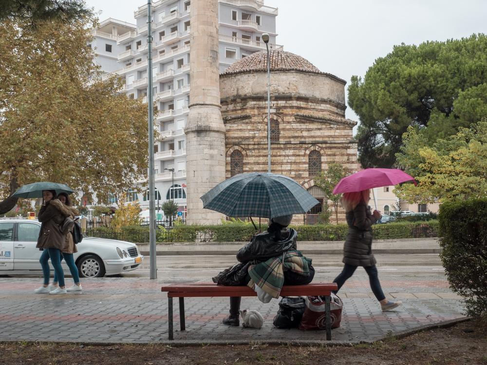 Warten bis der Regen aufhört in Vlora