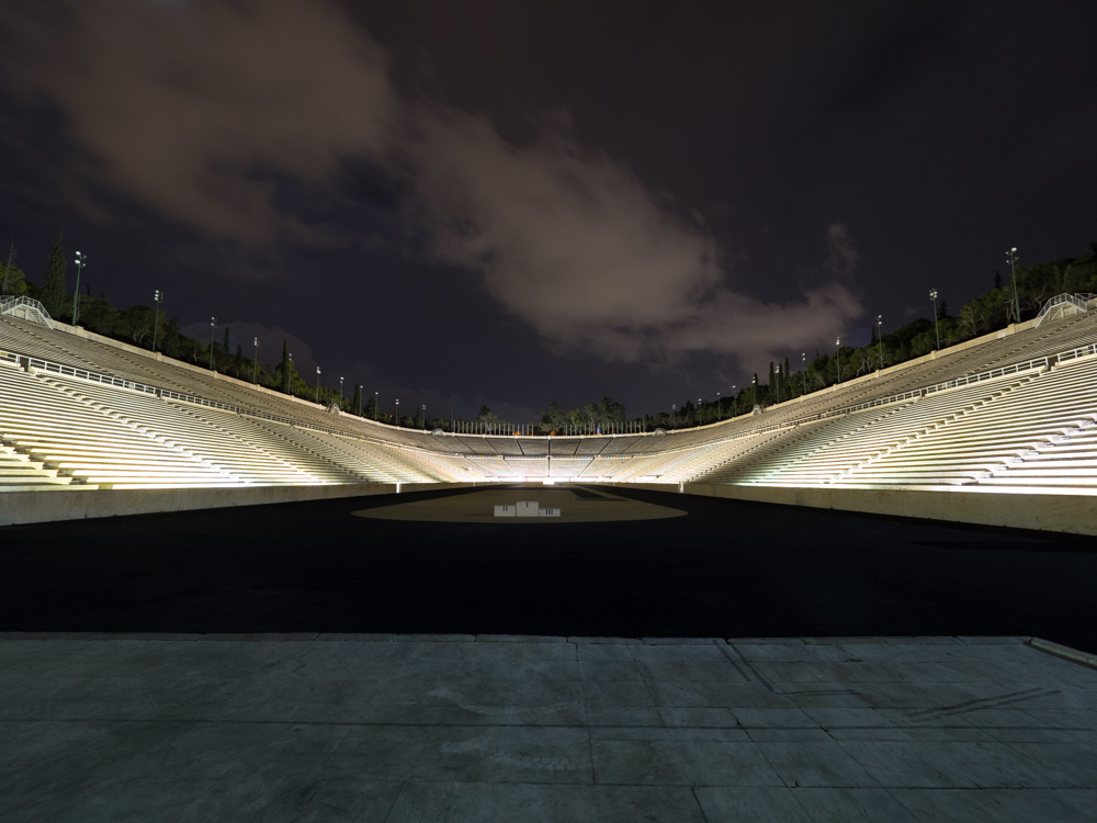 Das alte Olympiastation bei Nacht
