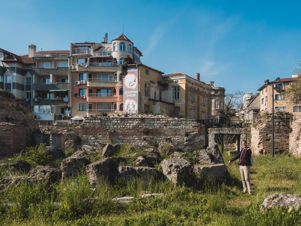 Ein altes Badehaus befindet sich mitten in Varna