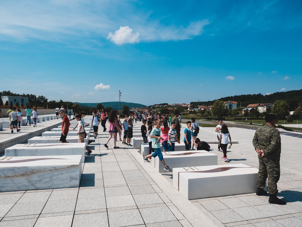 Gedenkstätte in Prekaz. Mit der Ermordung von Adem Jashari (Mitgründer der paramilitärischen Befreiungsarmee UCK) und seiner Familie durch serbische Streitkräfte begann der Kosovokrieg.