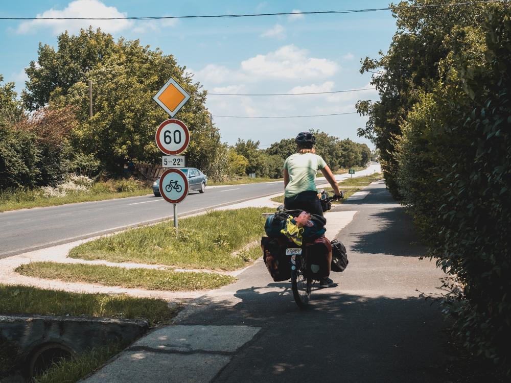 Es gibt wieder relativ gut ausgebaute Radwege