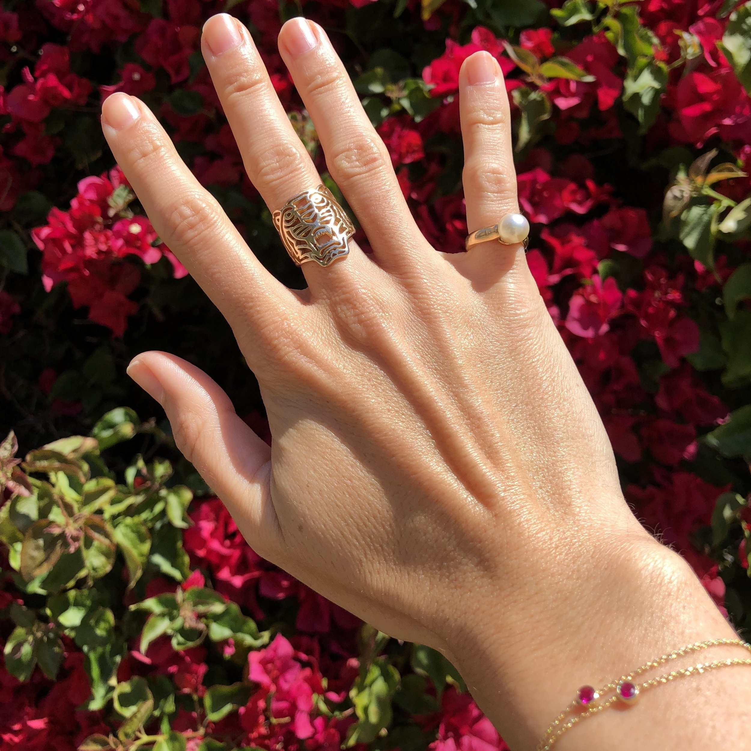 Tiger Ring: Jewelry that makes Mirta feel strong