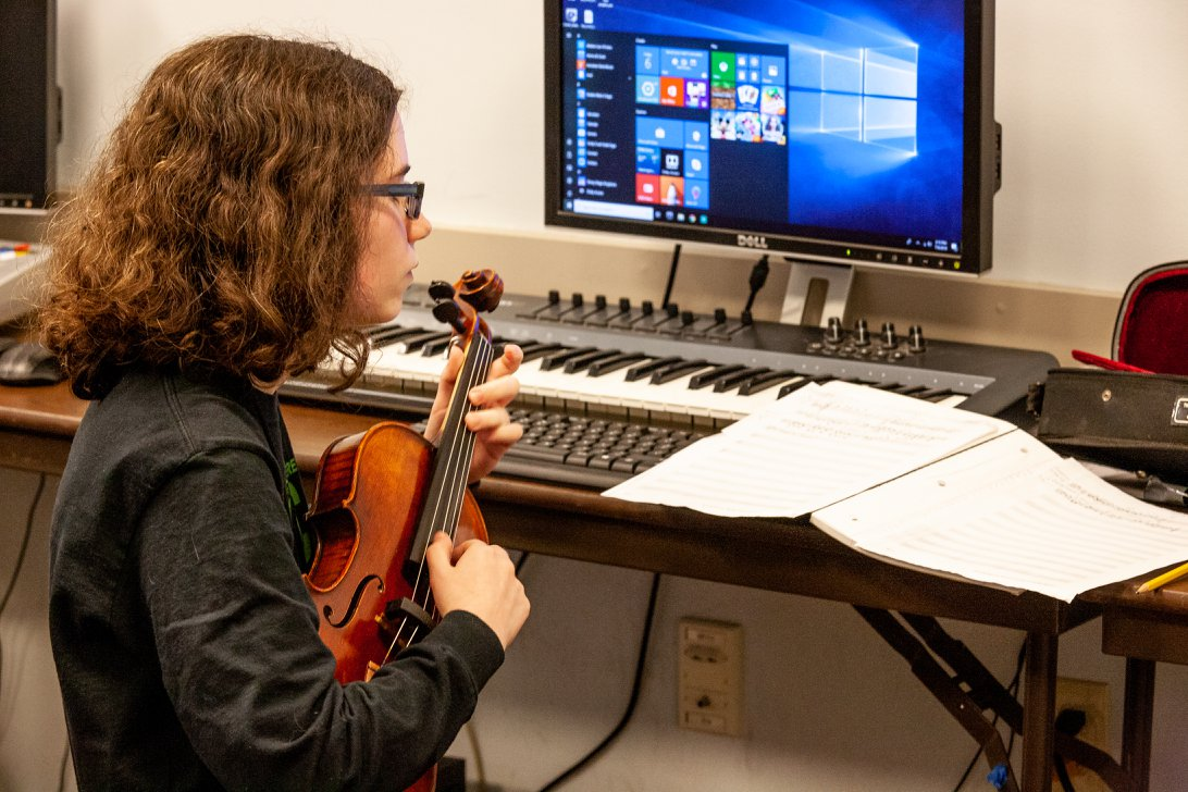 Plucking out a melody in Composition class. Courtesy of Sitka Fine Arts Camp.