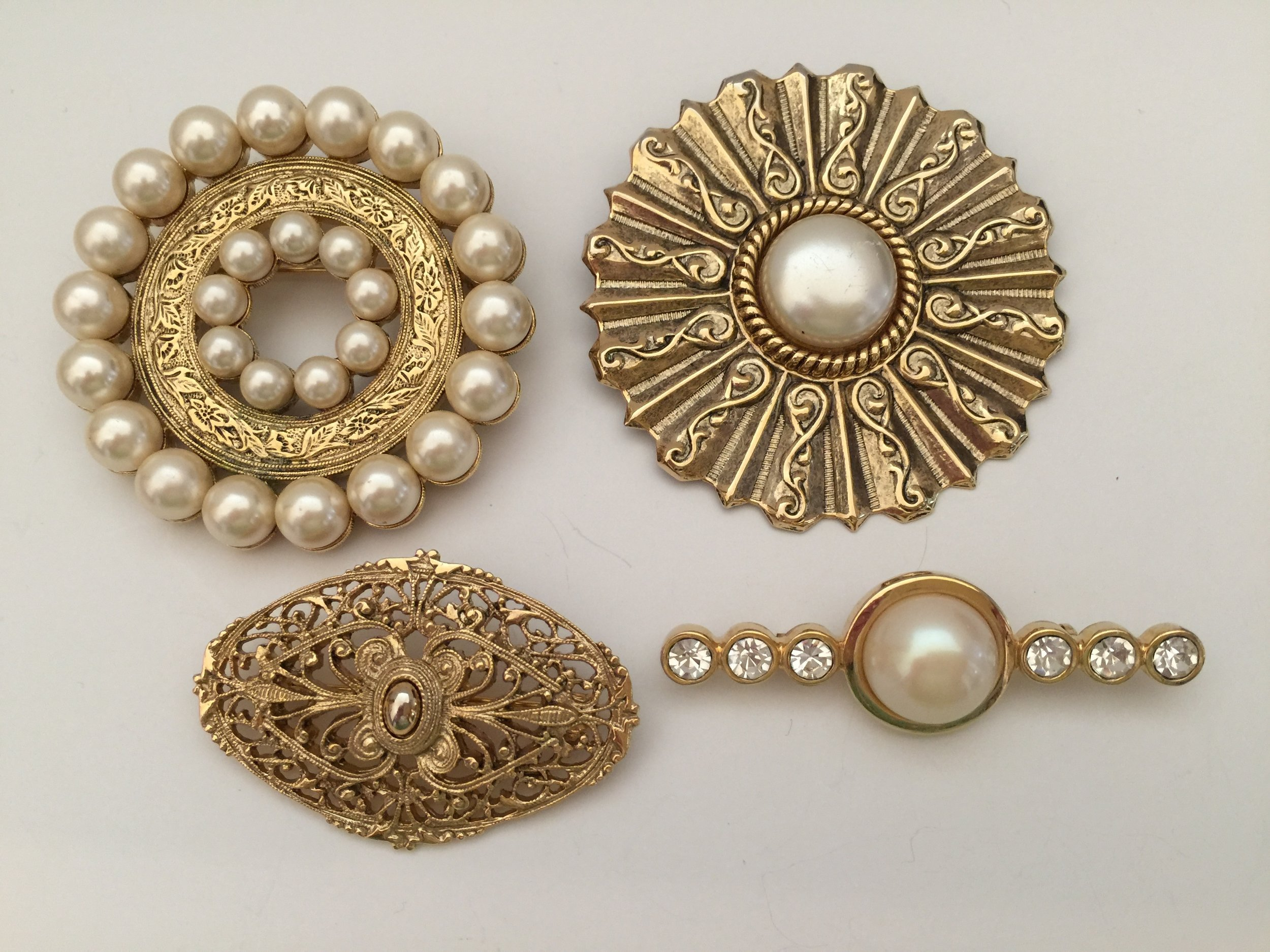 Pearl and gold 1928 pins