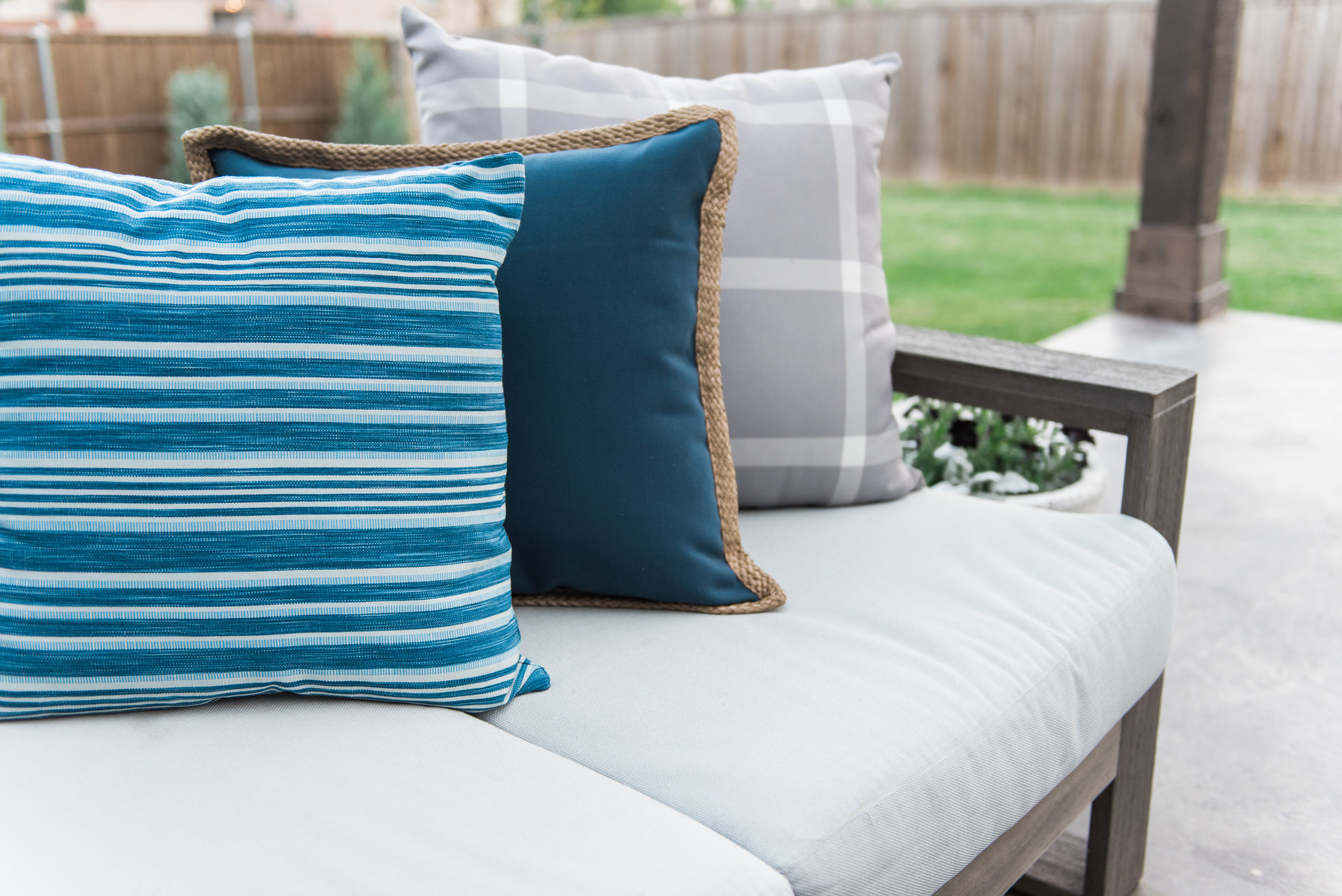 outdoor-pillows