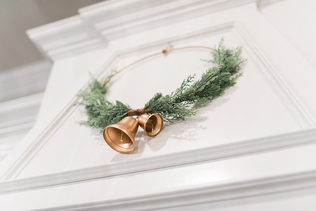 Simple and Neutral Kitchen Christmas Decor