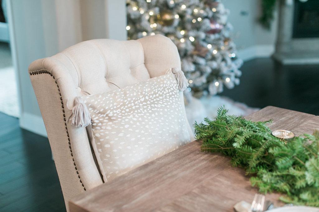 Neutral Christmas Table Decor