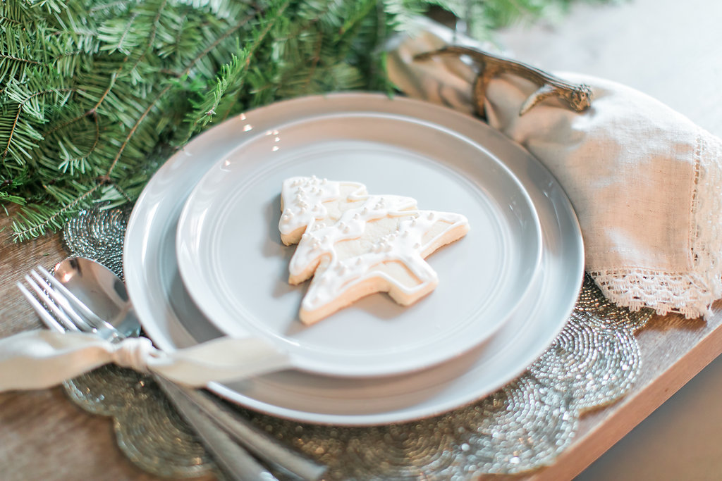 Neutral Christmas Tablescape