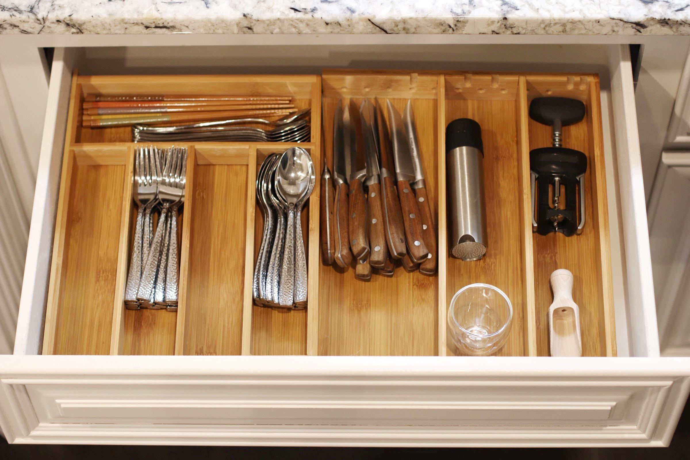 expandable-bamboo-utensil-organizer