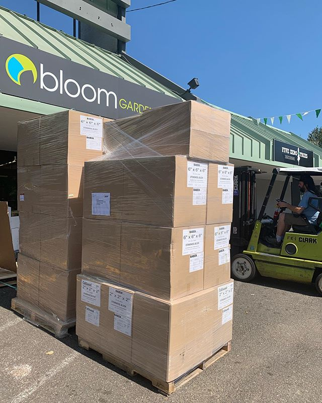 👀 that's a lot of #stonewool, somebody's got a big project 🙌 Give us a call for specialty orders/items! 971-255-1336 or 503-200-1515 for commercial orders 😎 - - - - #bloomgardensupply #pdx #pdxgrowers #gardening #hydro #indoor #outdoor #growyourown #growlocalbuylocal