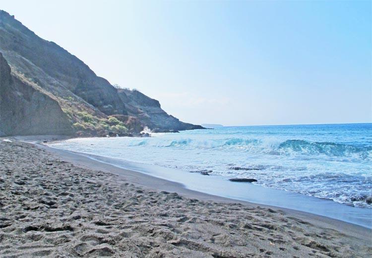Oneuli Beach (Black Sand)