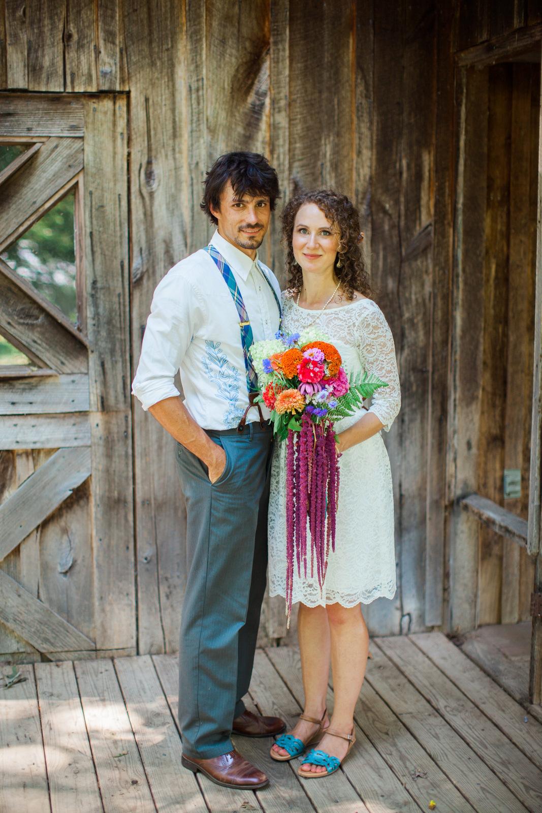 rustic berryville virginia wedding couple