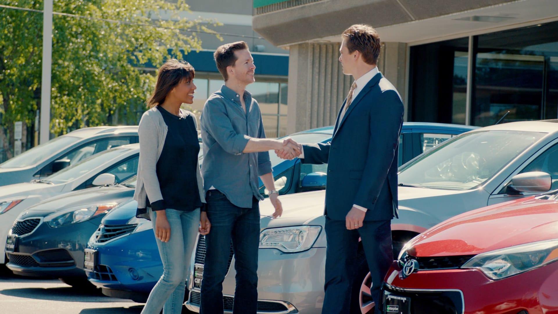 car-sales-hand-shake.jpg.wrend.640.360.jpeg