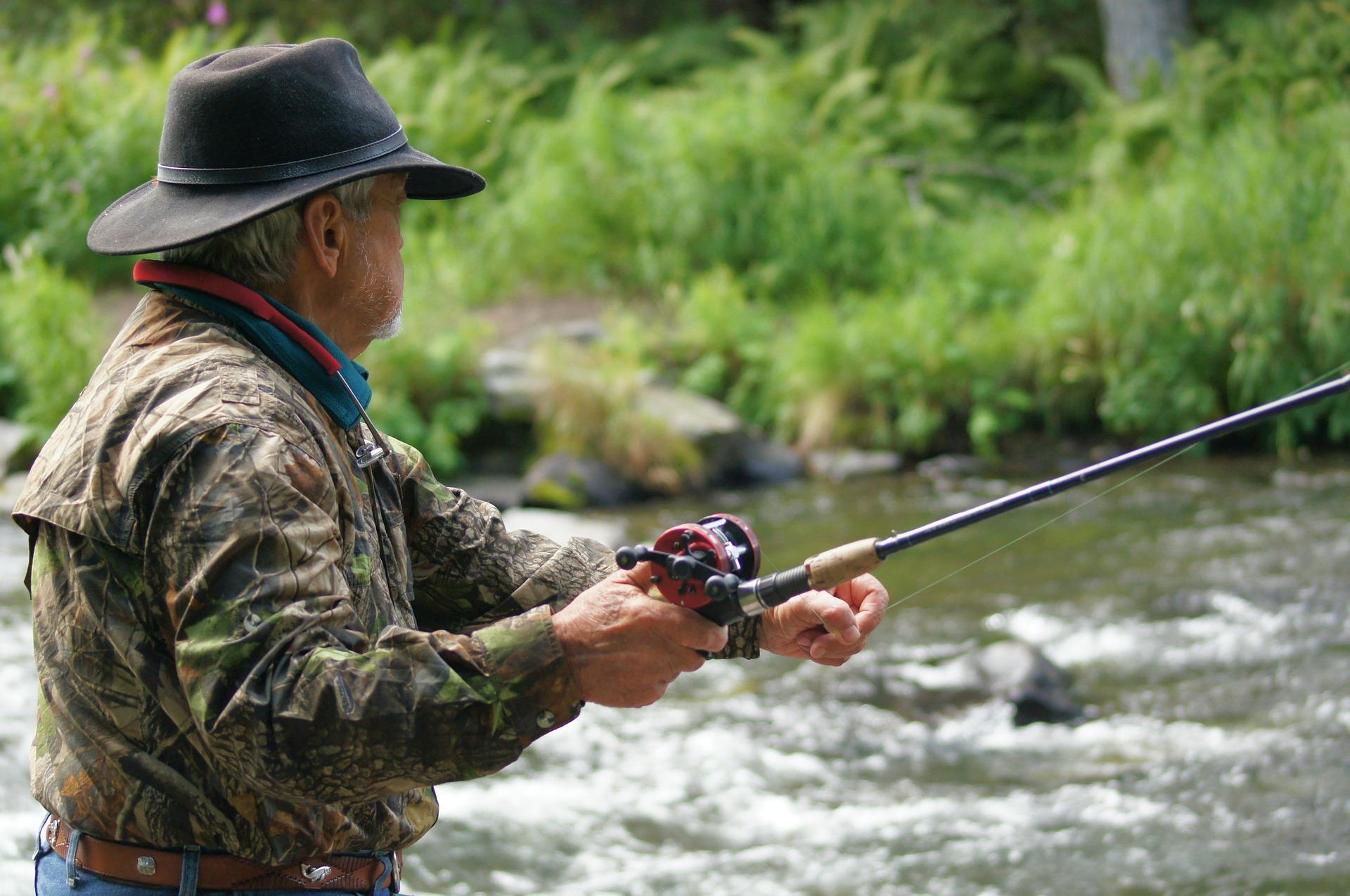 fisherman-585707_1920.jpg