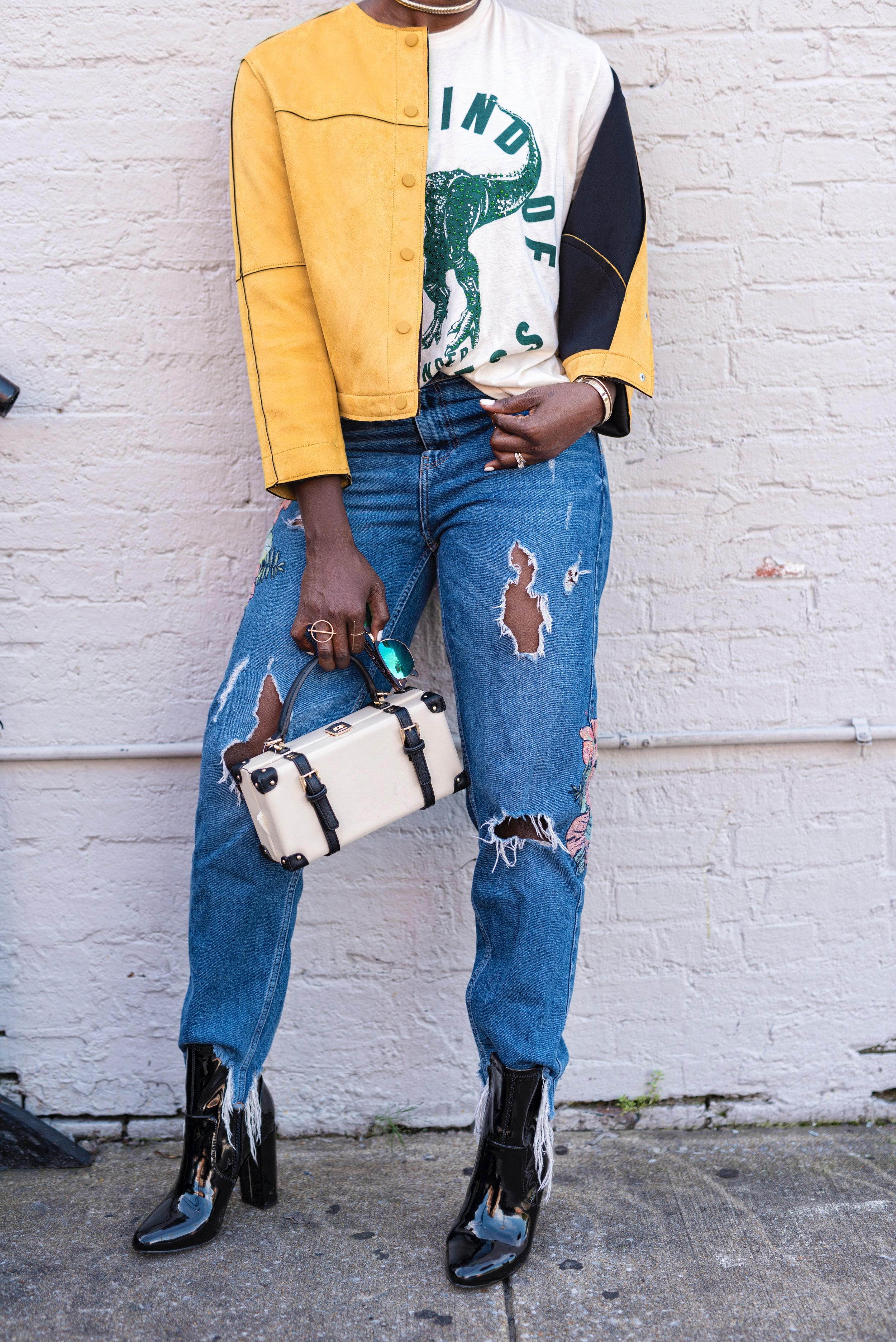 casual-fall-style-zara-yellow-jacket-graphic-tee-dayna-bolden6.jpg