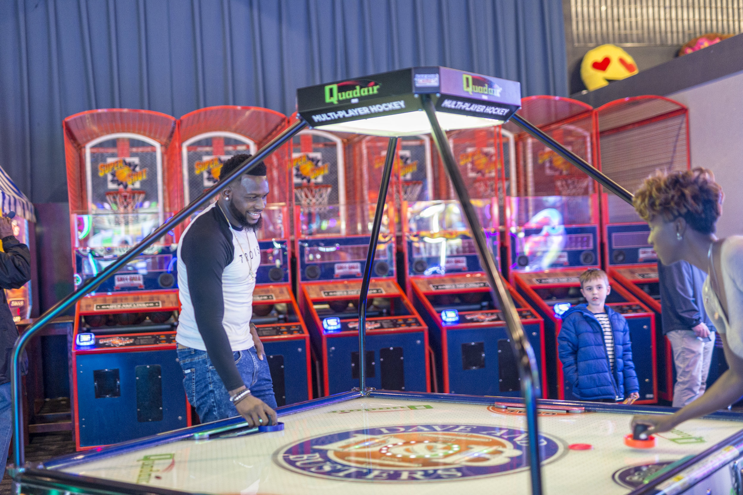 themBoldens_dave-and-busters-black-love-16.jpg