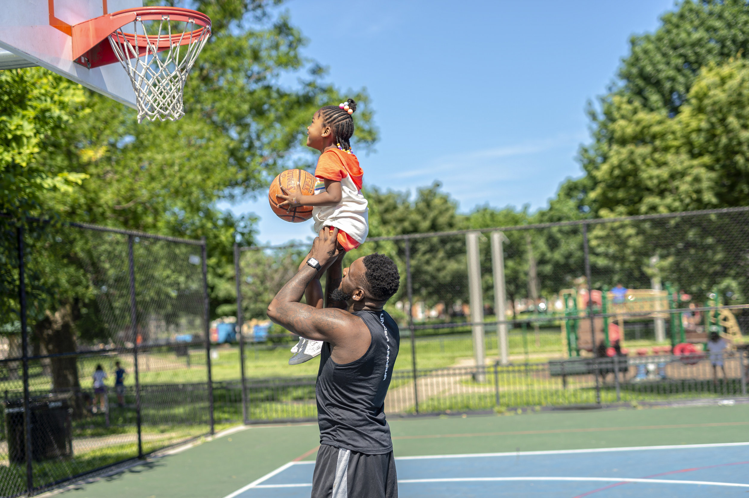 FATHER-DAUGHTER-PLAYING-BASKETBALL-DAYNA-BOLDEN-FAMILY.jpg